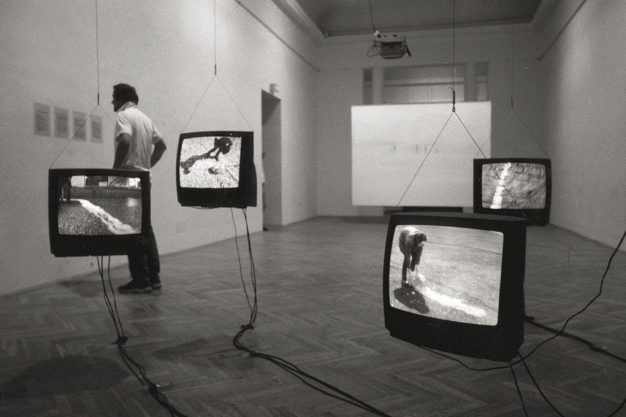 """Airlines. Installation, 2004. Group exhibition """"Niemandsland"""". Künstlerhaus, Vienna (AT). Photo: Assocreation."""