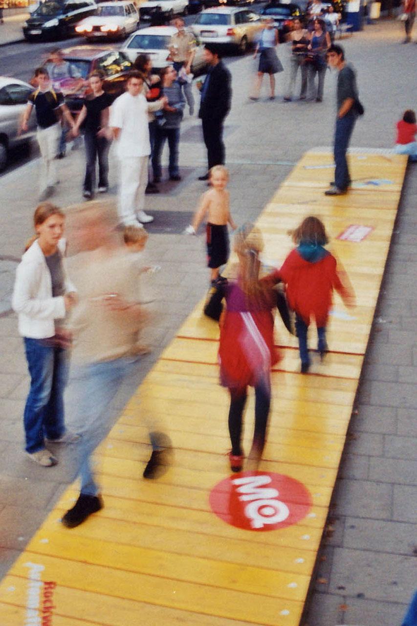 "Bump – Brighton / Vienna. Telematic installation, 2003. Solo exhibition ""Assocreation - taste it!"". Museumsquartier, Vienna (AT). Photo: Assocreation."