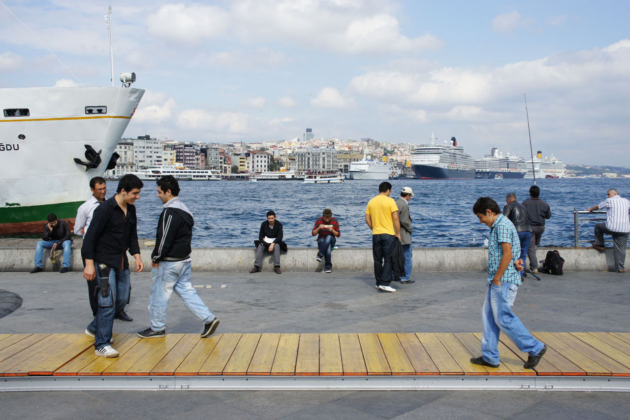 "Bump – Asia / Europe. Telematic installation 2010. ""Istanbul 2010 – European Capital of Culture"". Eminönü, Istanbul (TR). Photo: Assocreation."