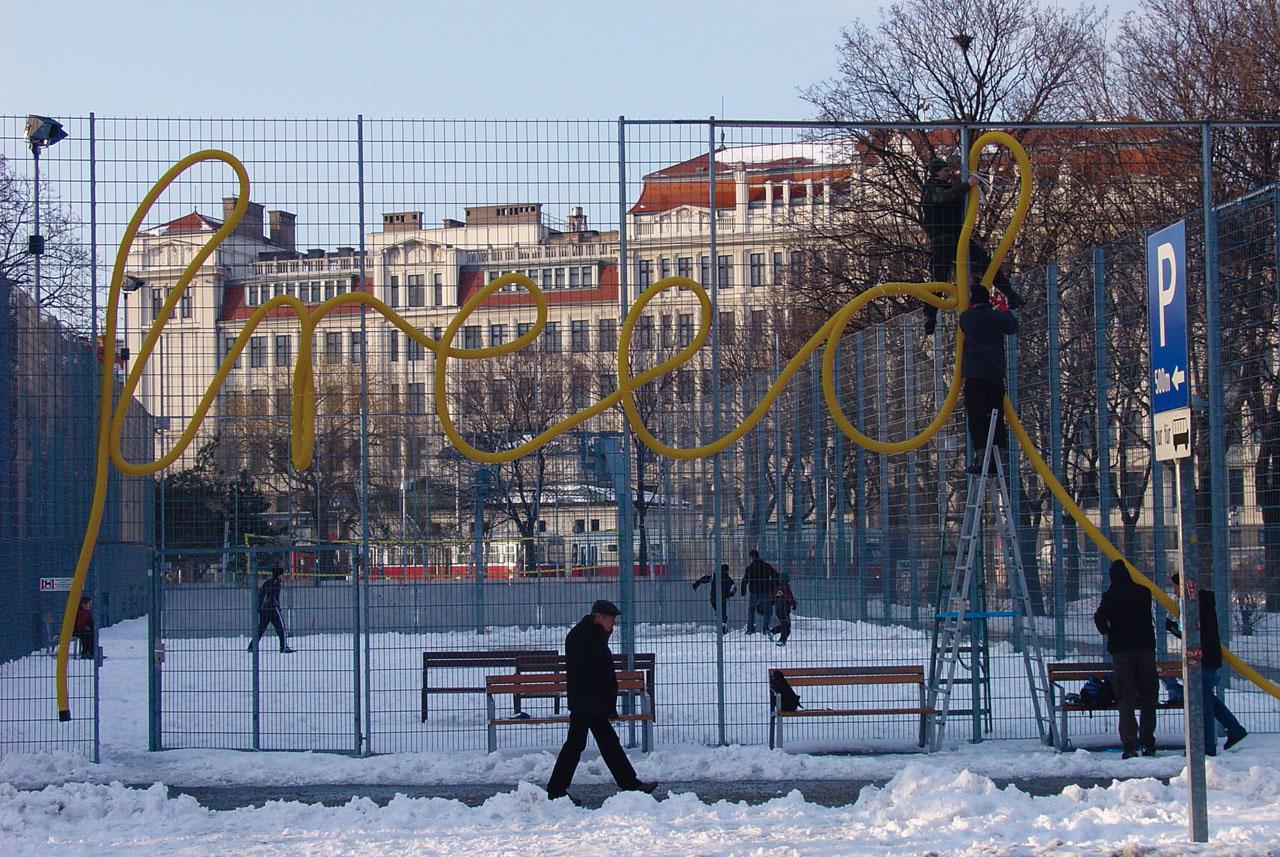 Freedom. Installation, 2005. Basketball court Stadtwildnis Gaudenzdorfer Gürtel, Vienna (AT). Photo: Assocreation.