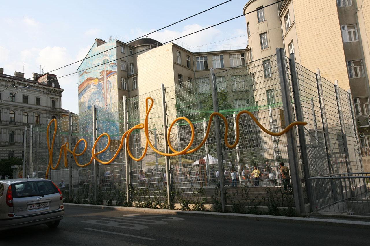 Freedom. Installation, 2007. Basketball court Richard-Waldemar-Park, Vienna (AT). Photo: Assocreation.