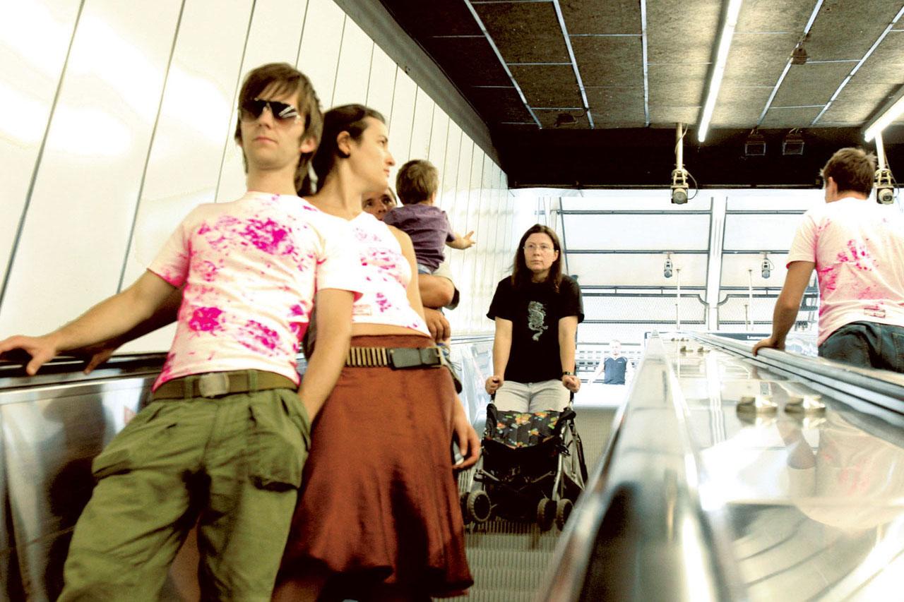 Pink Prints – street wear. Documenation, 2005. Schwedenplatz, Vienna (AT). Photo: Assocreation.