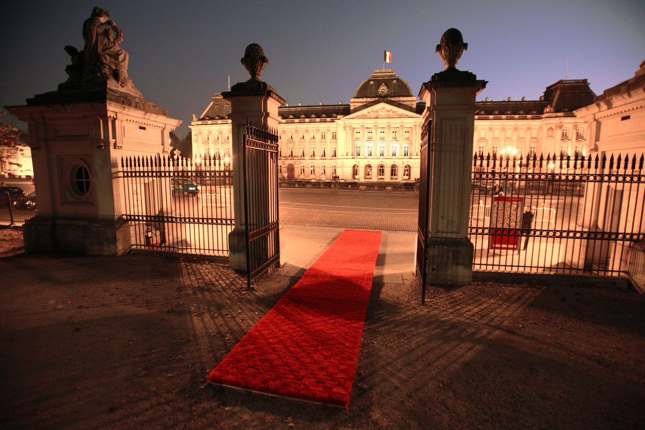 "Red Carpet. Installation, 2007. Group exhibition ""Agorafolly artist trail"", Europalia 07. Place des Palais / Paleizenplein, Brussels (BE). Photo: Assocreation."